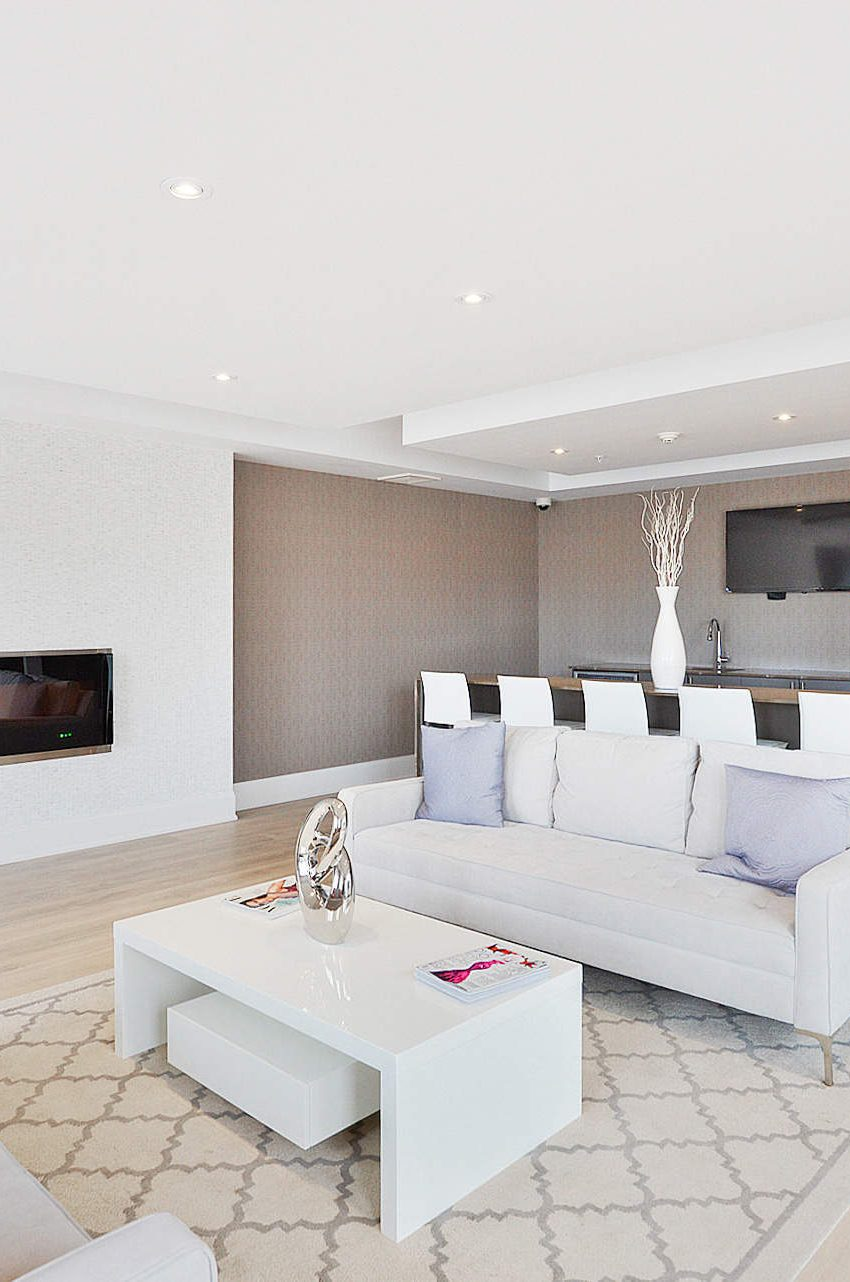 wyndham-condos-128-garden-dr-oakville-party-room-lounge