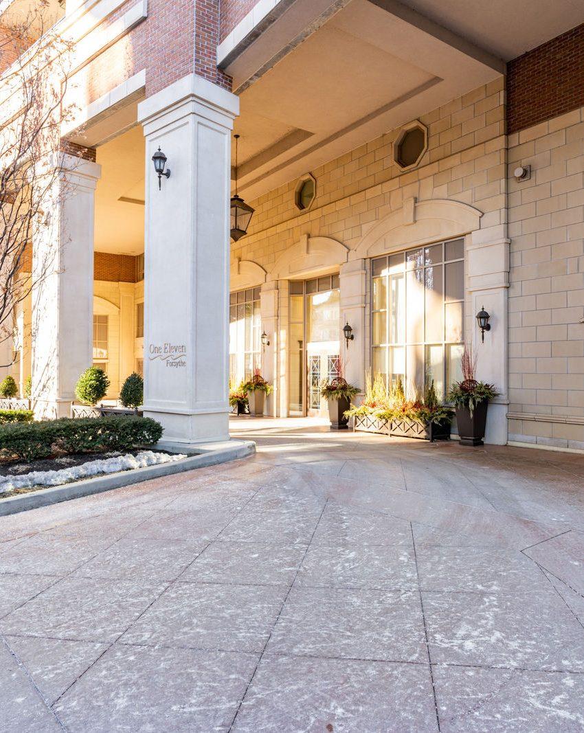 111-forsythe-st-condos-oakville-front-entrance