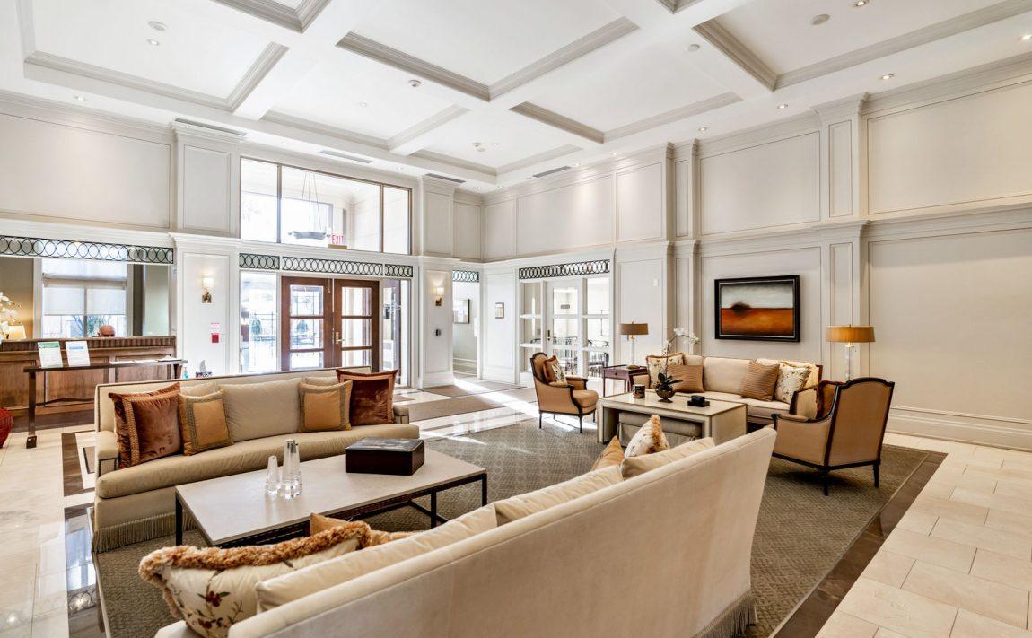 111-forsythe-st-condos-oakville-lobby
