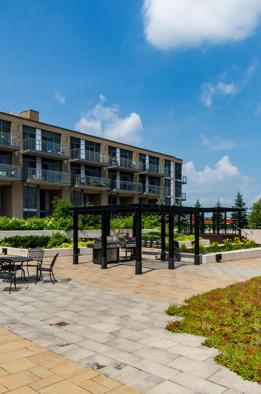 1940-ironstone-dr-burlington-condos-for-sale-amenities-outdoor-terrace