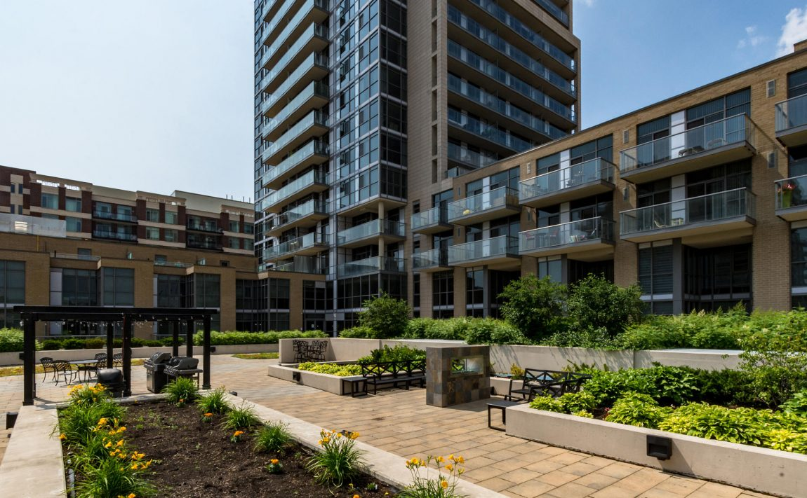 1940-ironstone-dr-burlington-condos-for-sale-amenities-rooftop-terrace-bbq