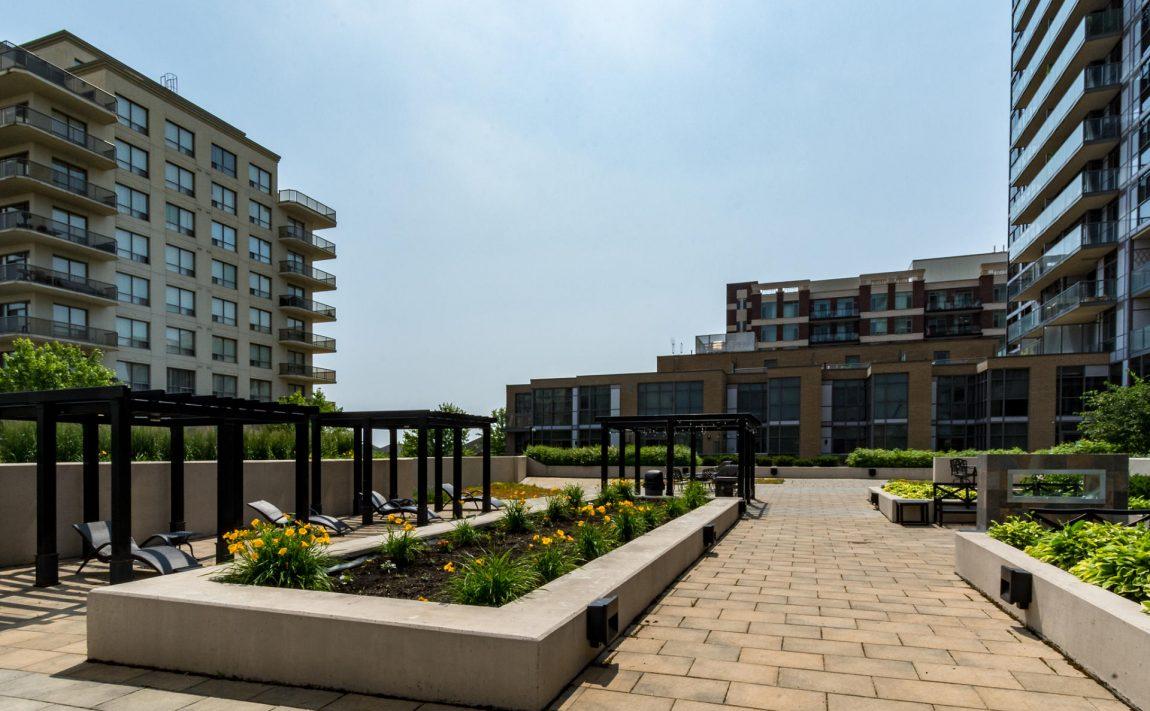 1940-ironstone-dr-burlington-condos-for-sale-amenities-rooftop-terrace-bbqs