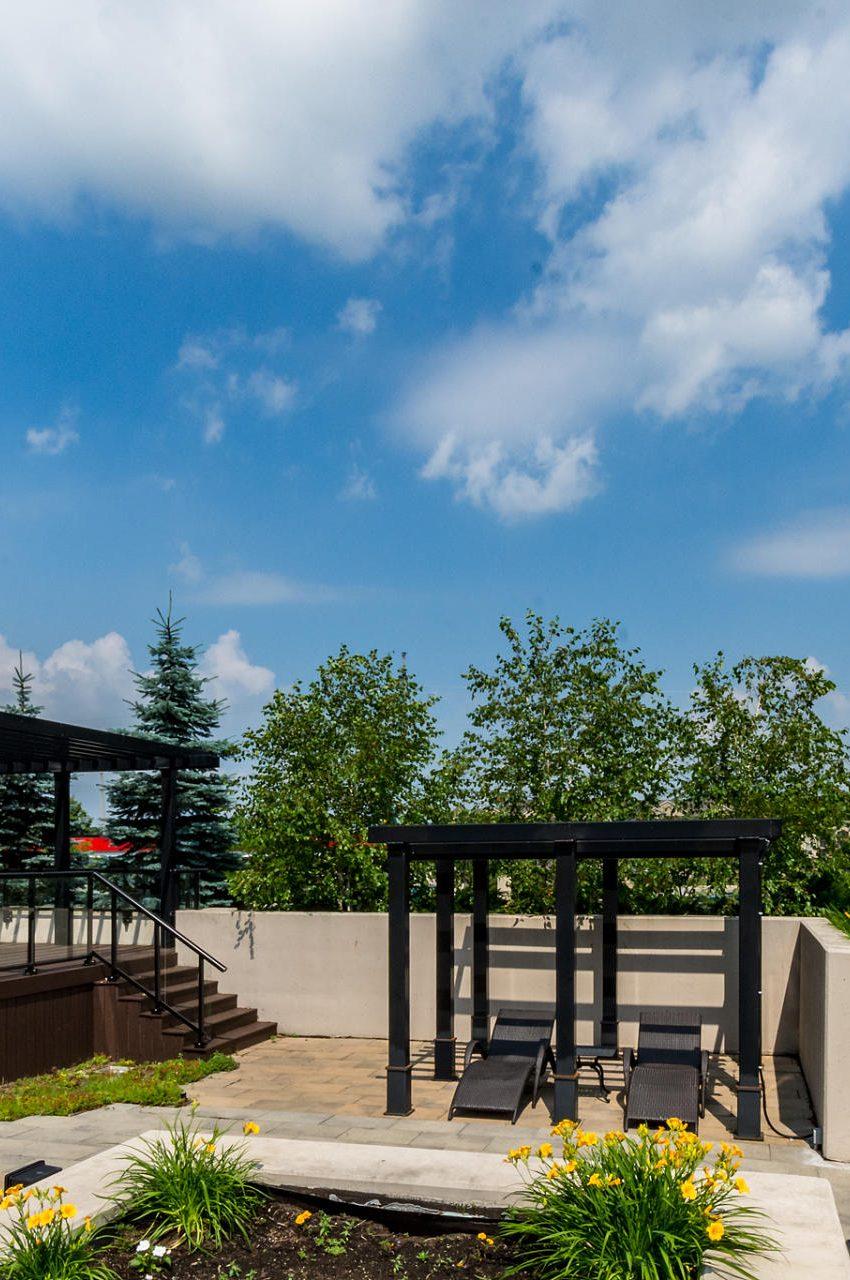 1940-ironstone-dr-burlington-condos-for-sale-amenities-rooftop-terrace-sunlight