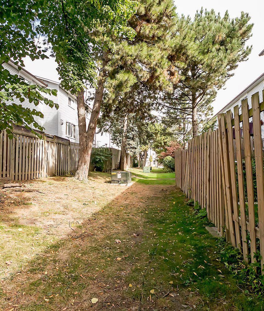 2440-bromsgrove-rd-mississauga-clarkson-townhomes-common-areas