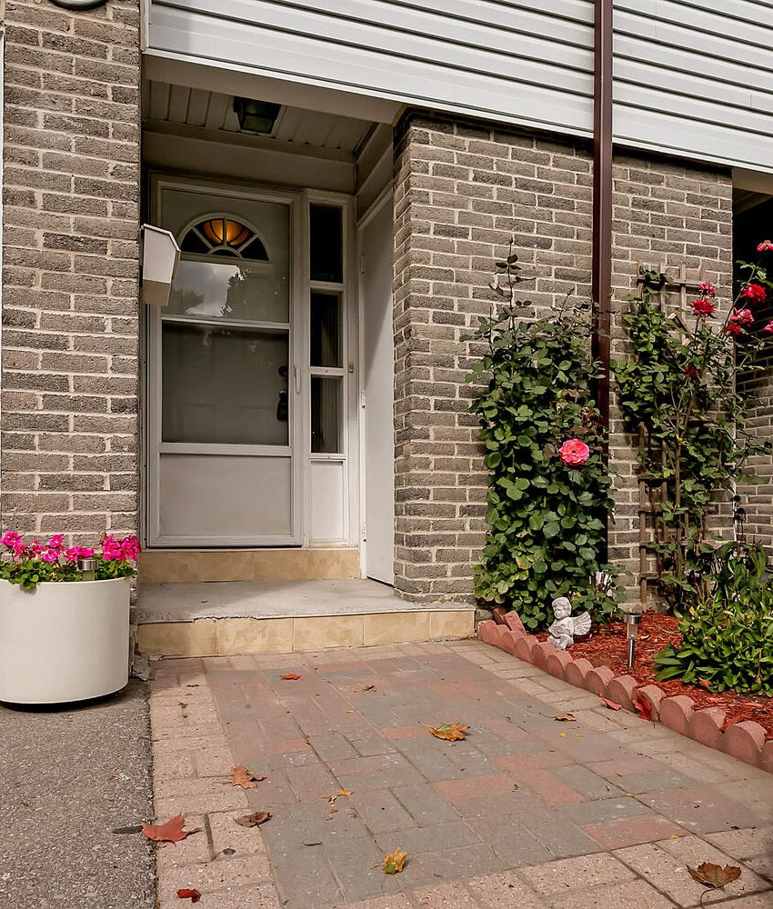 2440-bromsgrove-rd-mississauga-clarkson-townhomes-entrance