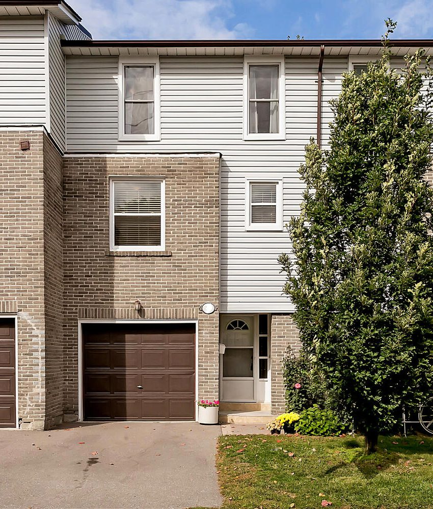 2440-bromsgrove-rd-mississauga-clarkson-townhomes-exterior