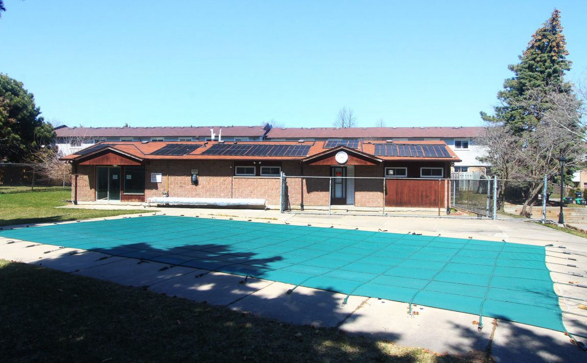 2440-bromsgrove-rd-mississauga-clarkson-townhomes-outdoor-swimming-pool-sauna