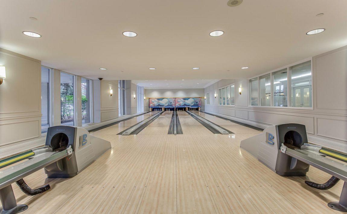 35-kingsbridge-garden-circle-25-kingsbridge-garden-circle-mississauga-skymark-condos-bowling-alley