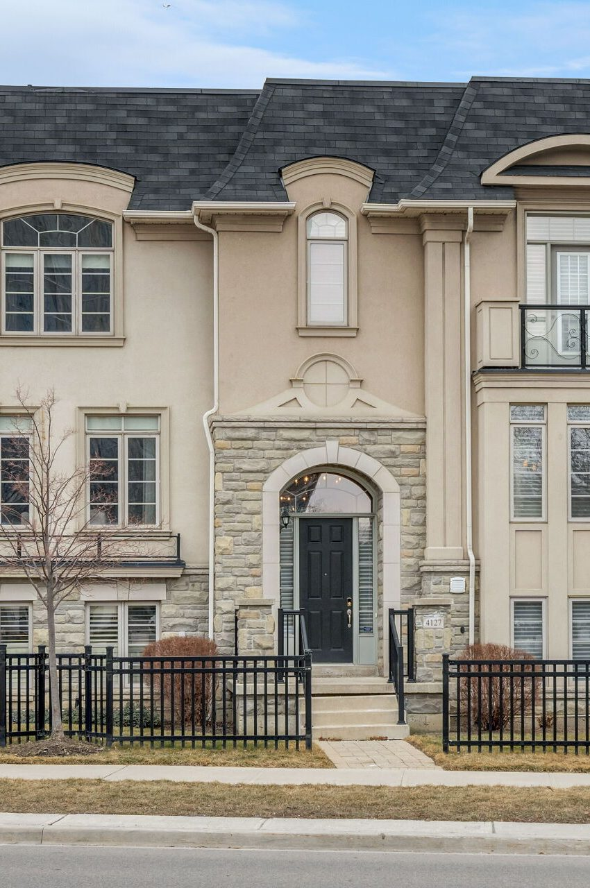 shipp-place-townhomes-4129-shipp-dr-square-one-mississauga