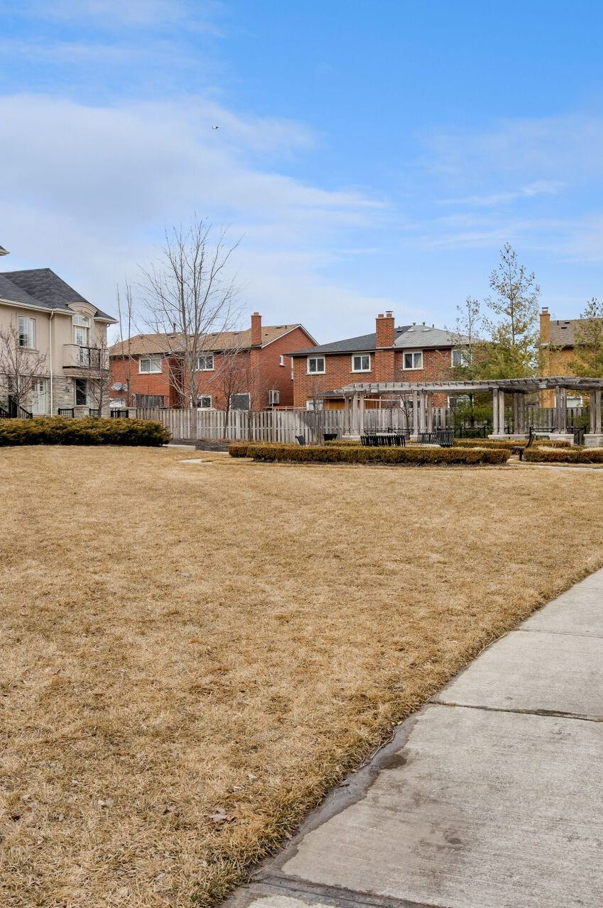 shipp-place-townhomes-4135-shipp-dr-square-one-mississauga