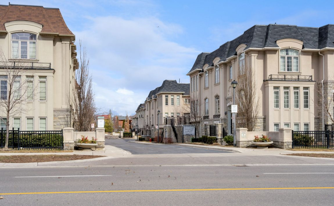 shipp-place-townhomes-4155-shipp-dr-square-one-mississauga