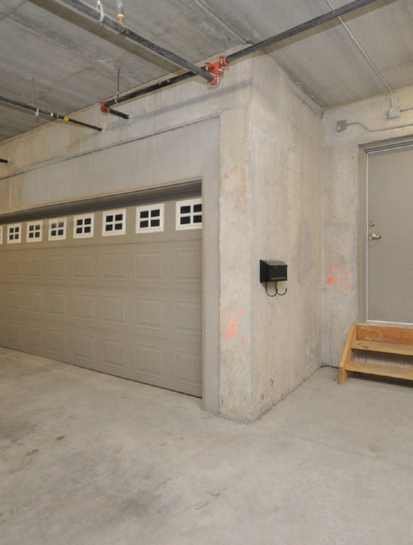 shipp-place-townhomes-4155-shipp-dr-square-one-mississauga-garage
