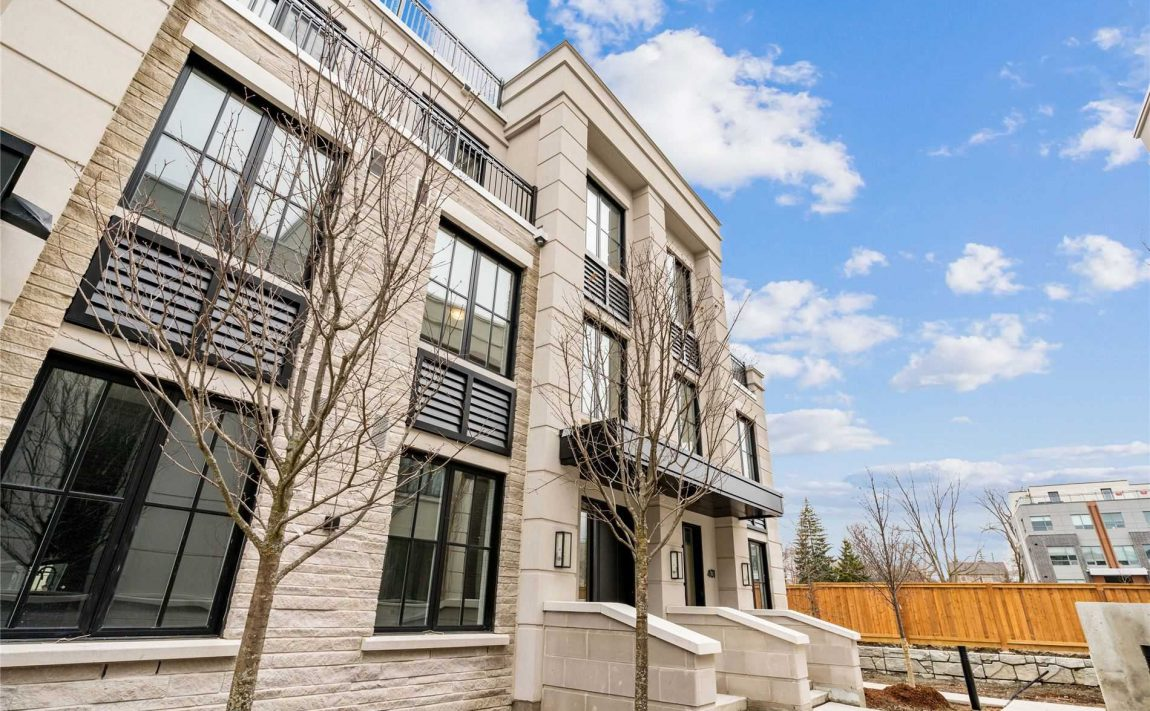 the-reserve-east-mineola-mississauga-cawthra-lakeview-port-credit-townhomes-architecture