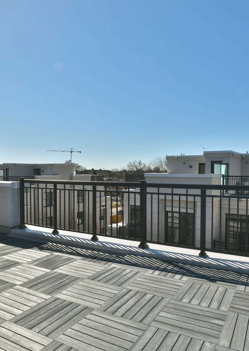 the-reserve-east-mineola-mississauga-cawthra-townhomes-rooftop-terrace
