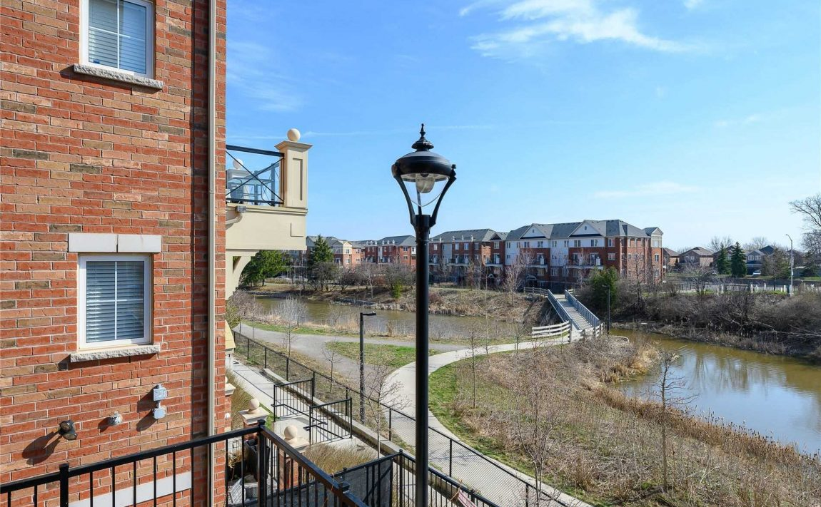 waterlilies-oakville-townhomes-uptown-core-for-sale-hays-blvd