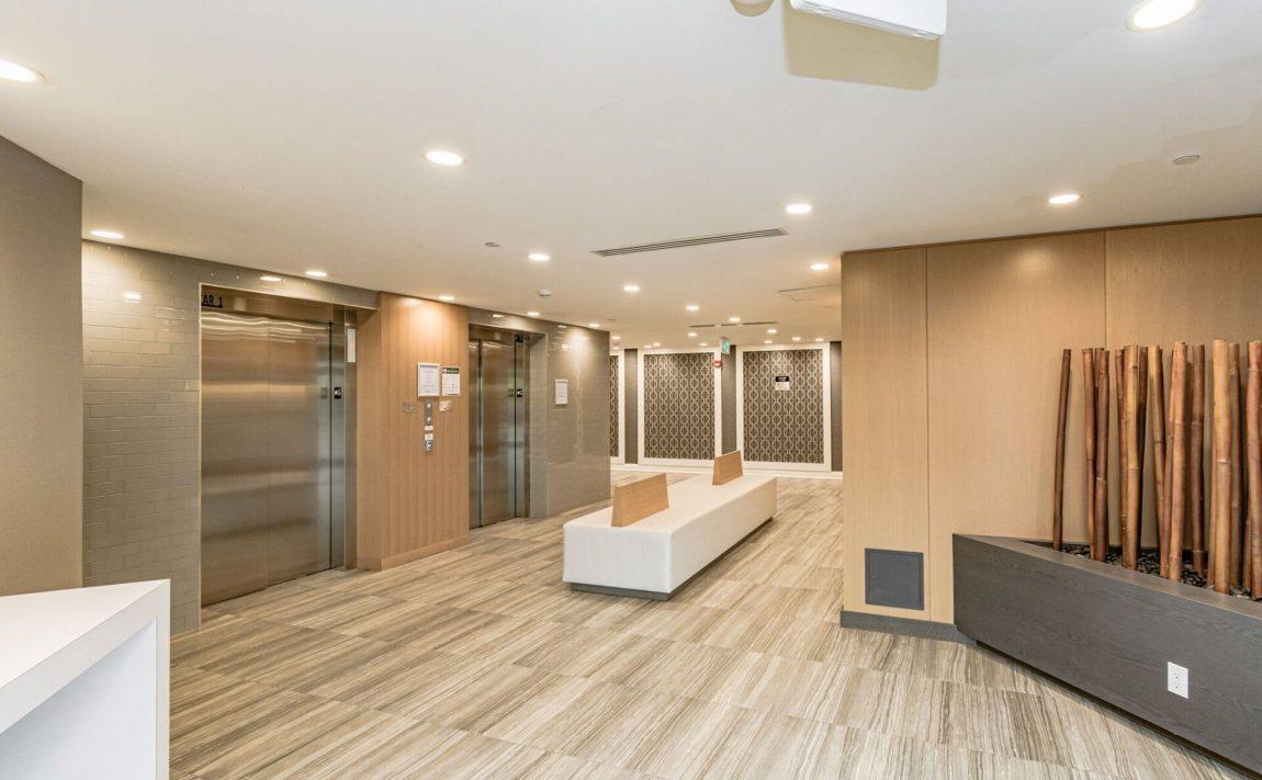 128-grovewood-common-cres-oakville-condos-elevator-lobby