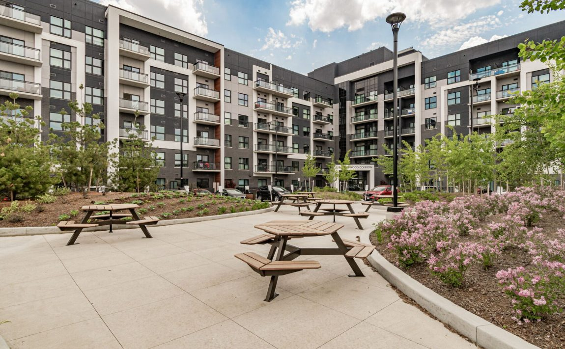 128-grovewood-common-cres-oakville-condos-for-sale-outdoor-courtyard