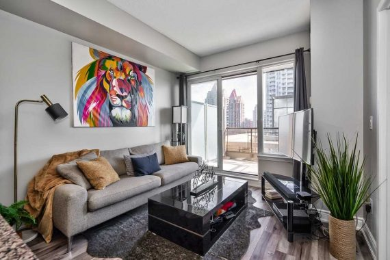 385 Prince of Wales Dr / Represented Seller / 1 Bed