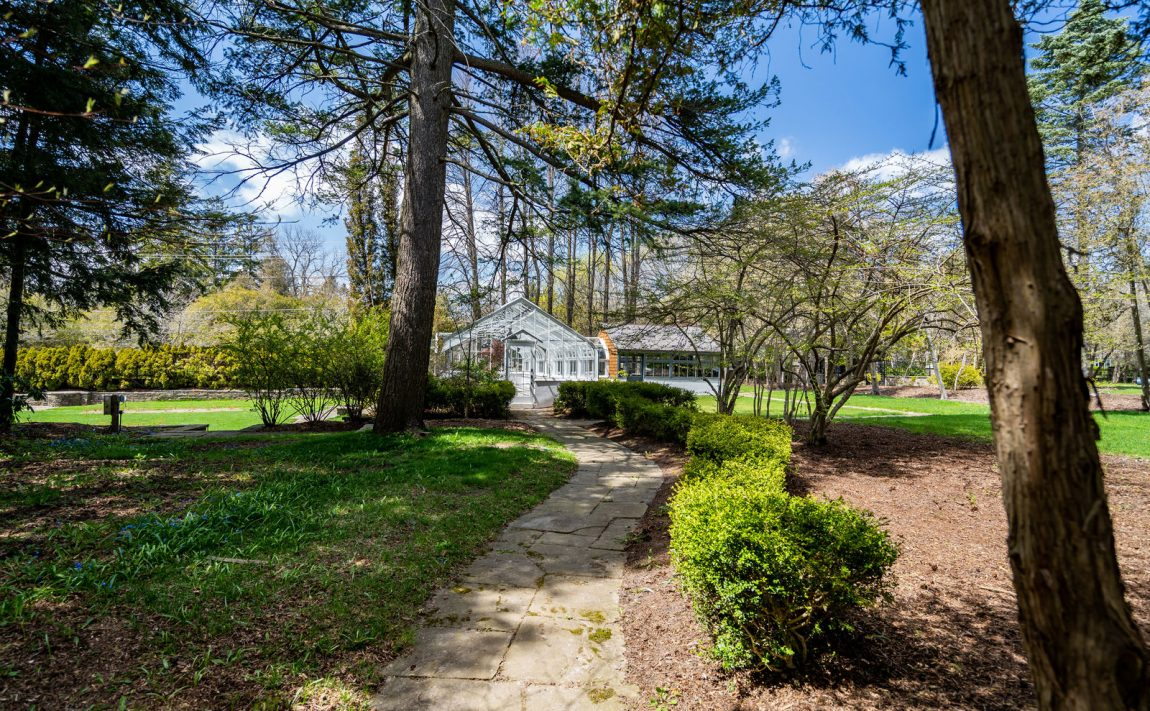 gardens-of-edgemere-10-maple-grove-dr-oakville-amenities-outdoor-green-space