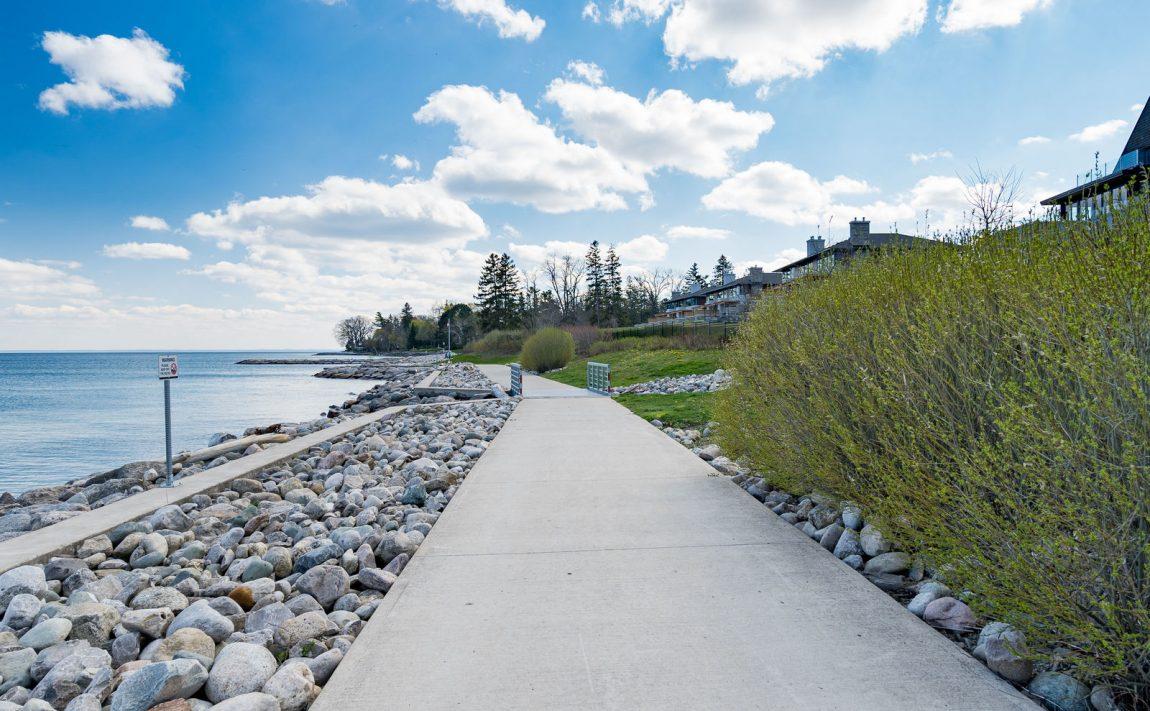 gardens-of-edgemere-10-maple-grove-dr-oakville-community-walking-trail-lakeside