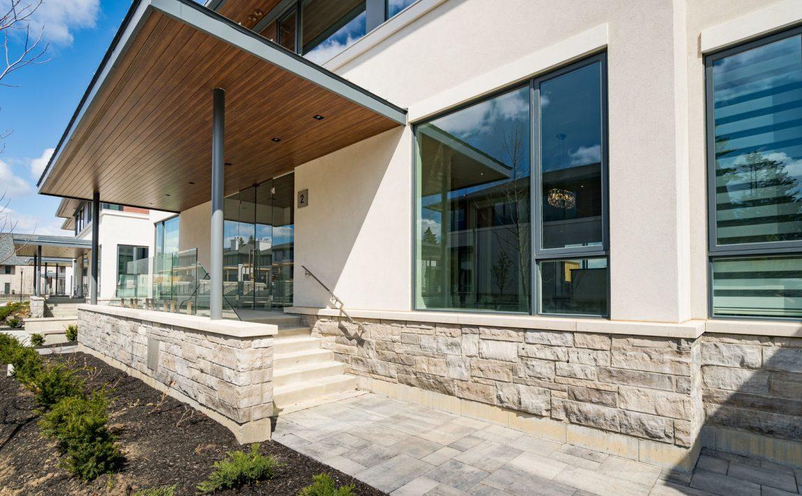 gardens-of-edgemere-10-maple-grove-dr-oakville-front-porch