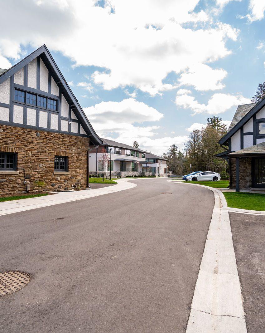 gardens-of-edgemere-10-maple-grove-dr-oakville-historical-buildings