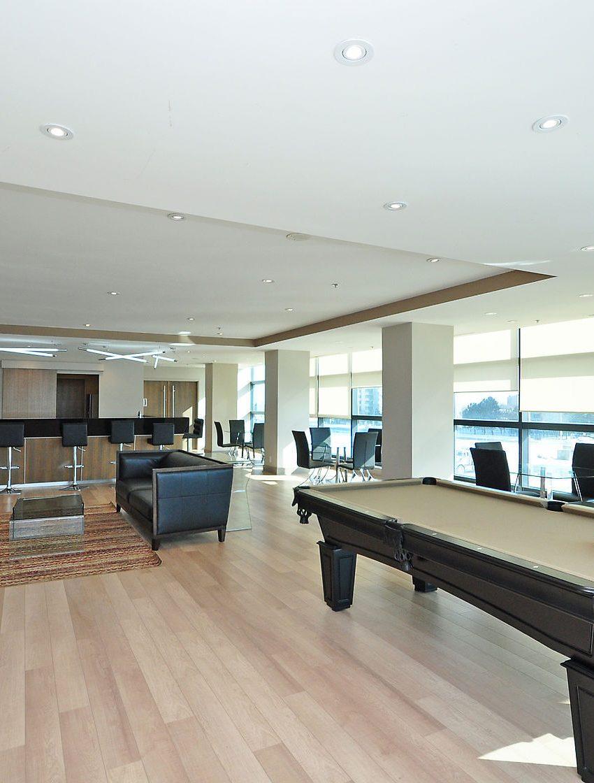 grand-park-condos-3985-grand-park-dr-mississauga-square-one-amenities-billiards