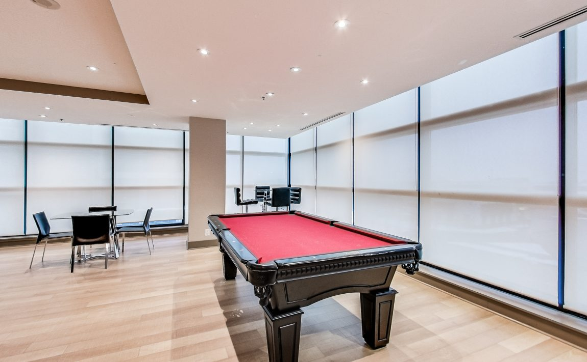 grand-park-condos-3985-grand-park-dr-mississauga-square-one-amenities-billiards-table