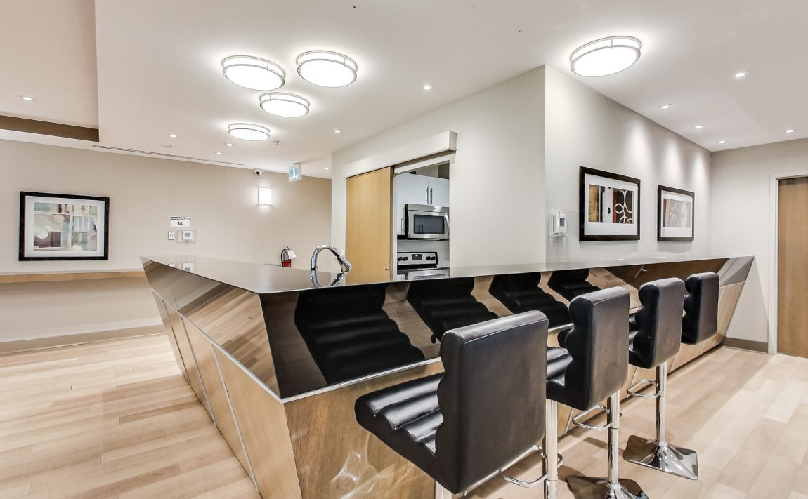 grand-park-condos-3985-grand-park-dr-mississauga-square-one-amenities-party-room