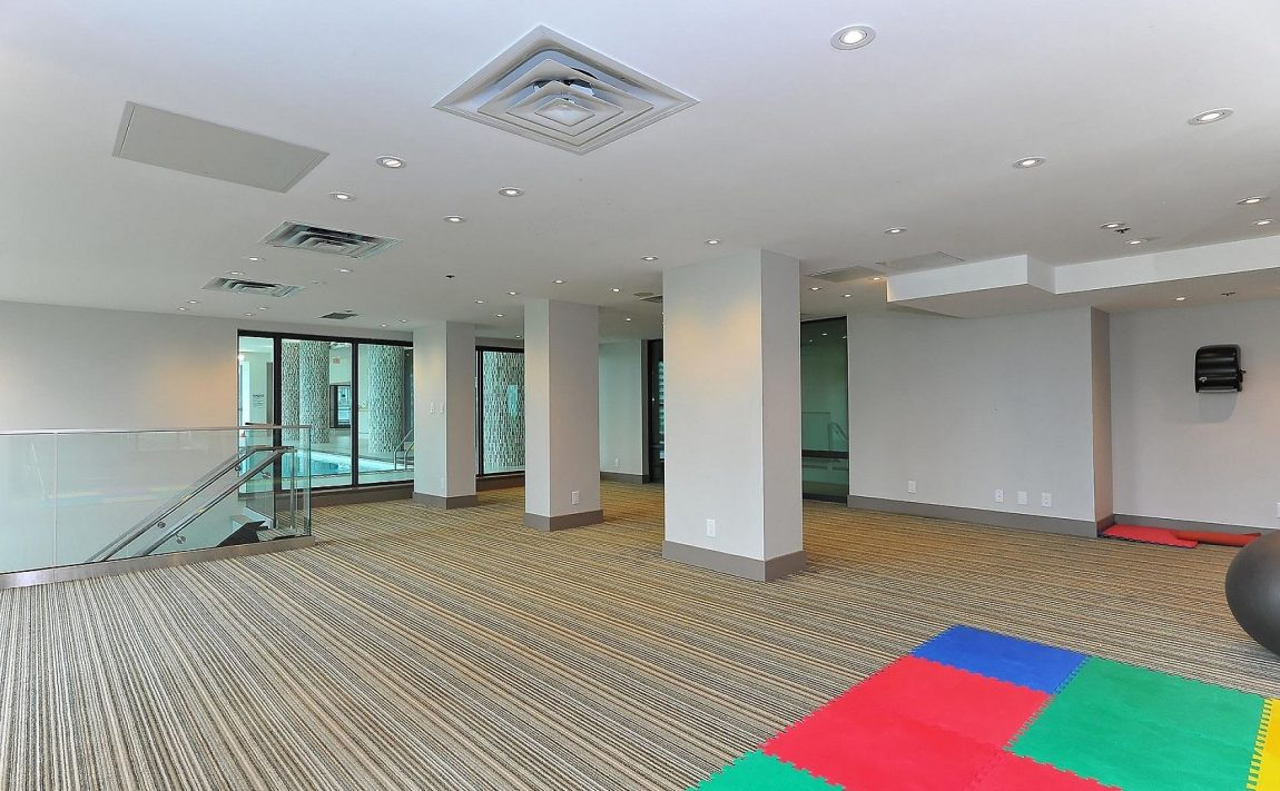 grand-park-condos-3985-grand-park-dr-mississauga-square-one-amenities-yoga-studio