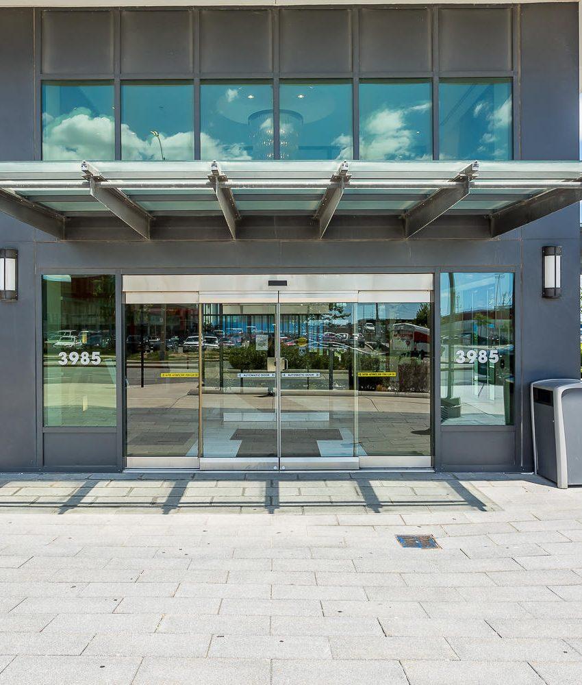 grand-park-condos-3985-grand-park-dr-mississauga-square-one-pinnacle-international-entrance
