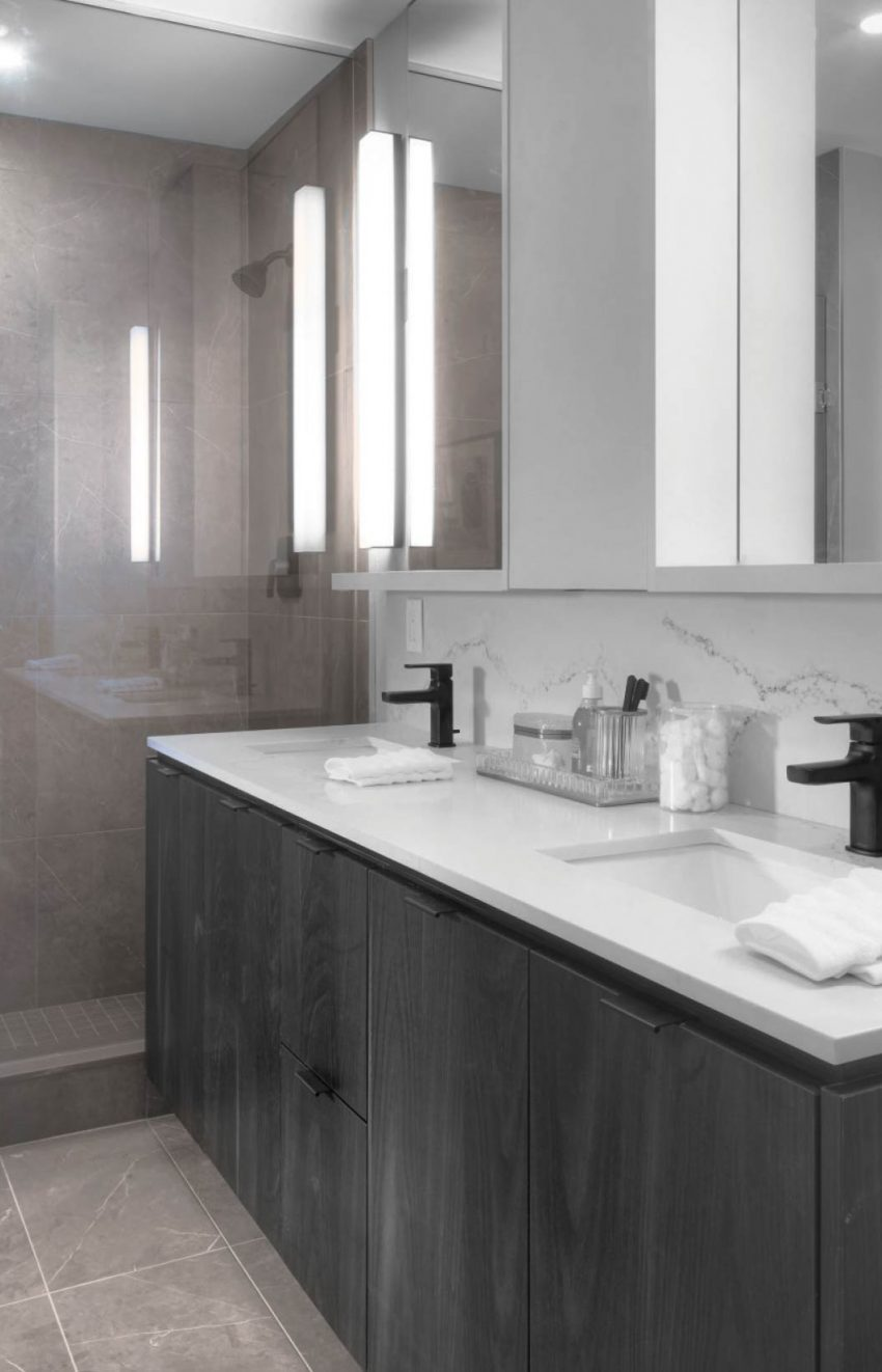 s2-at-stonebrook-1035-southdown-rd-mississauga-clarkson-condos-ensuite-washroom
