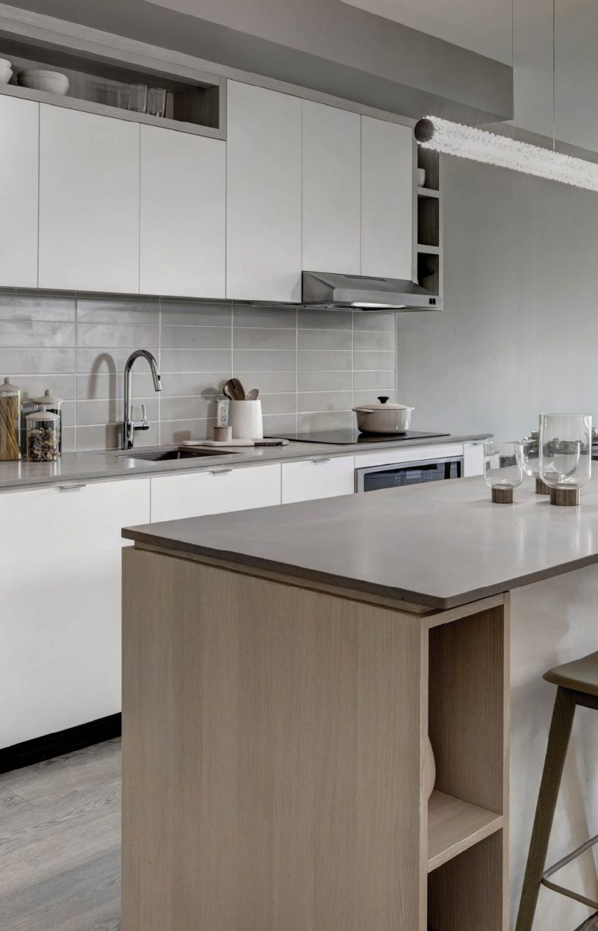 s2-at-stonebrook-1035-southdown-rd-mississauga-clarkson-condos-kitchen