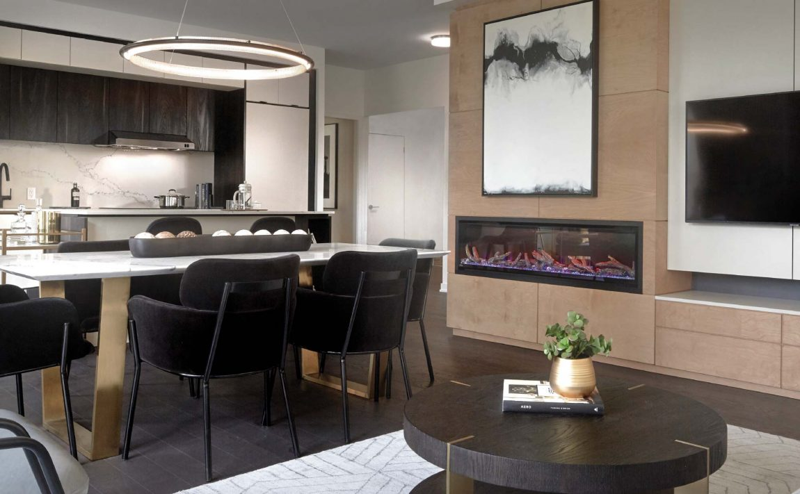 s2-at-stonebrook-1035-southdown-rd-mississauga-clarkson-condos-living-room