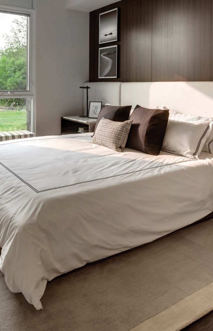 s2-at-stonebrook-1035-southdown-rd-mississauga-clarkson-condos-master-bedroom