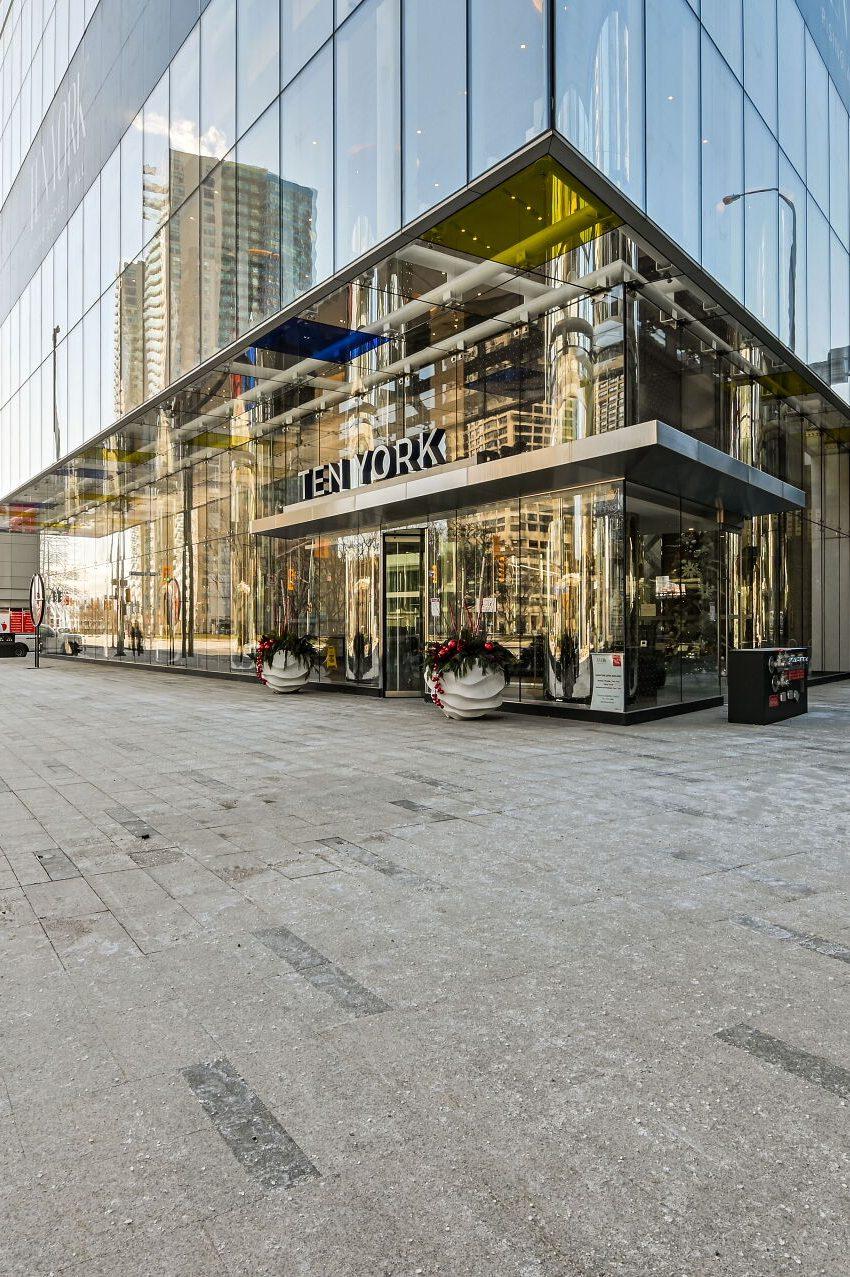 ten-york-condos-10-york-st-toronto-tridel-front-entrance