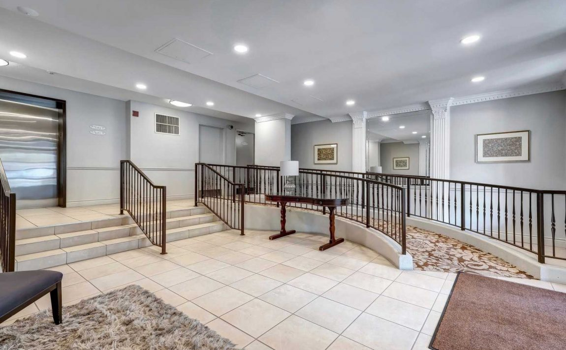 park-place-condos-2301-parkhaven-blvd-oakville-elevator-lobby