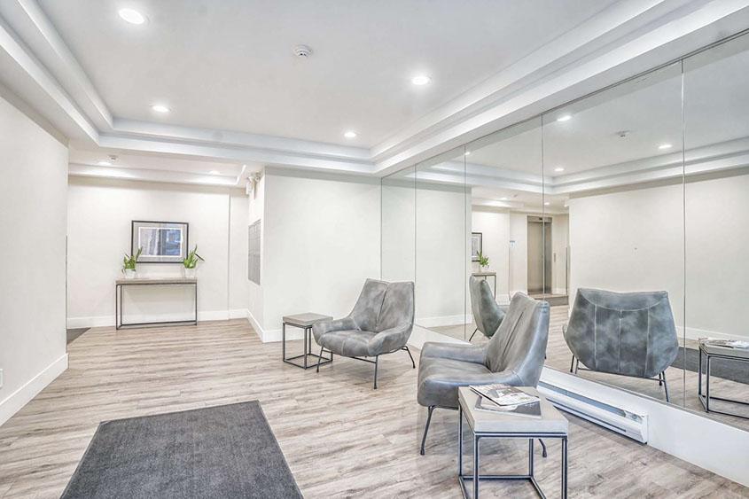robinson-terraces-151-robinson-st-oakville-condos-lobby