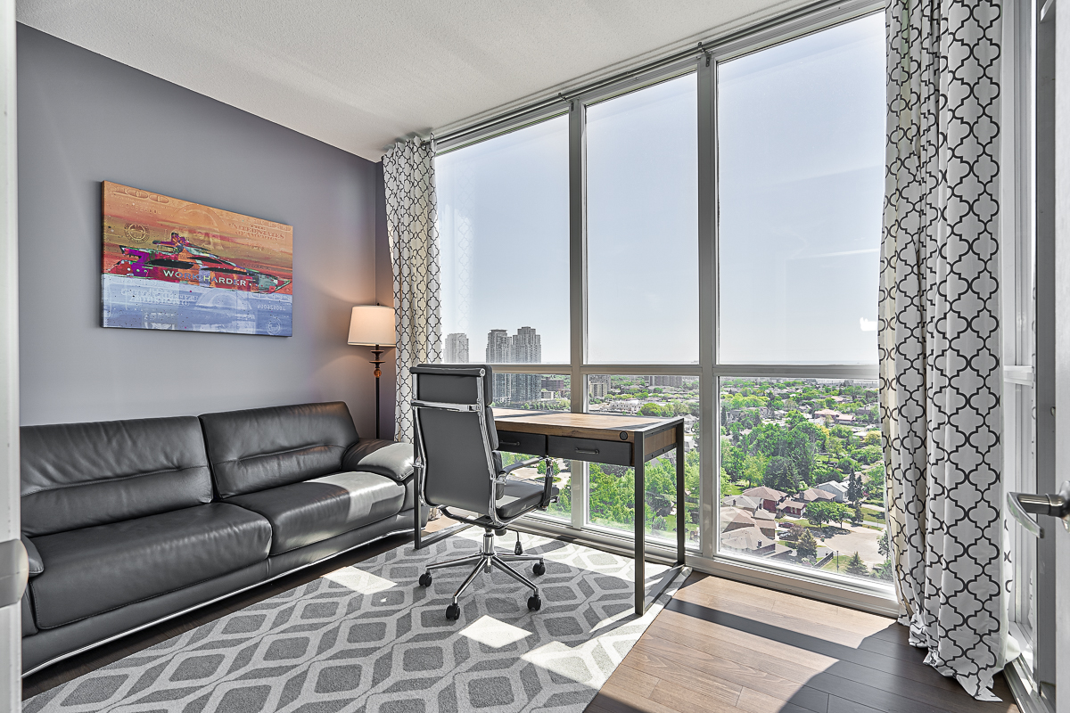 square-one-condos-for-sale-223-webb-dr-onyx-condo-2nd-bedroom-office