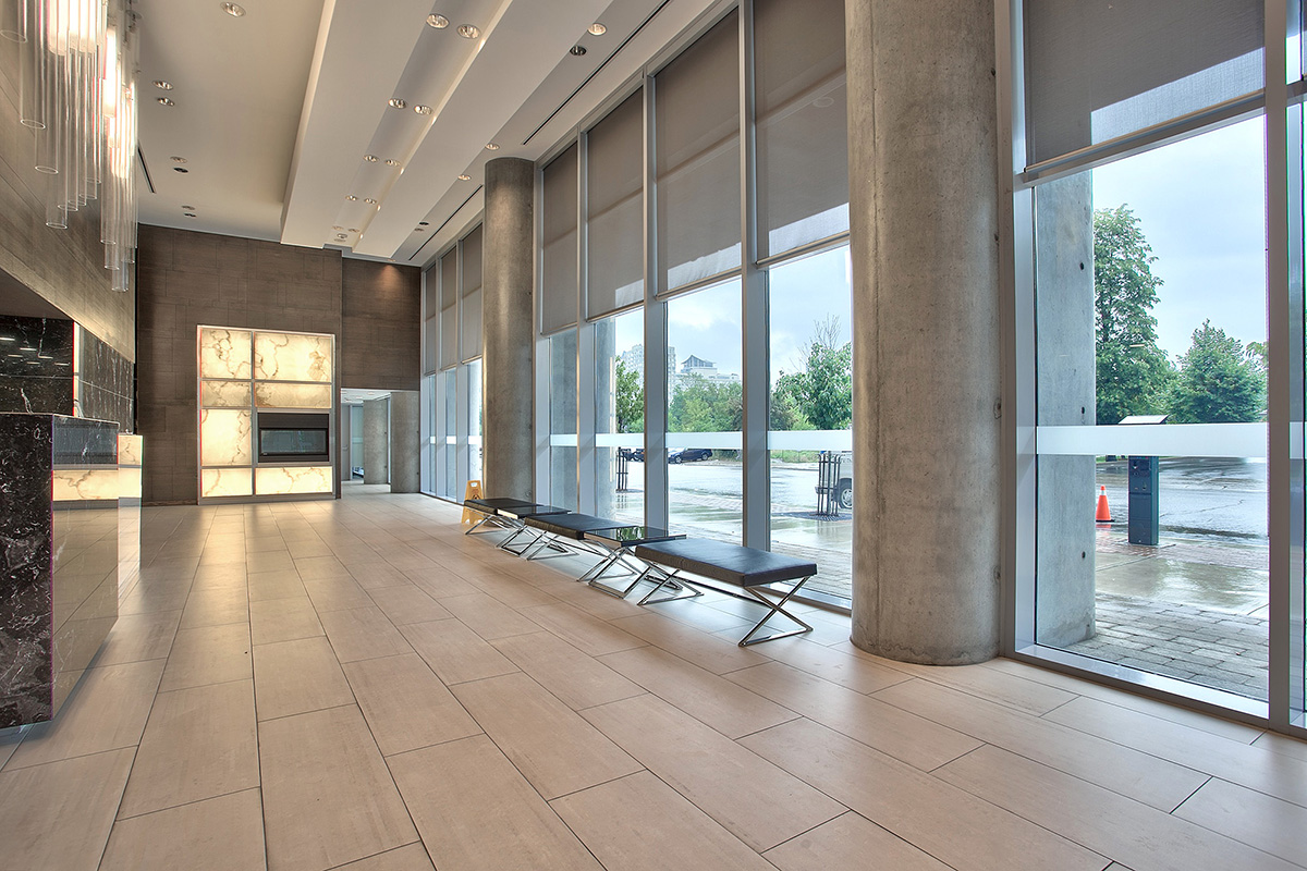 square-one-condos-for-sale-223-webb-dr-onyx-condo-amenities-foyer-2