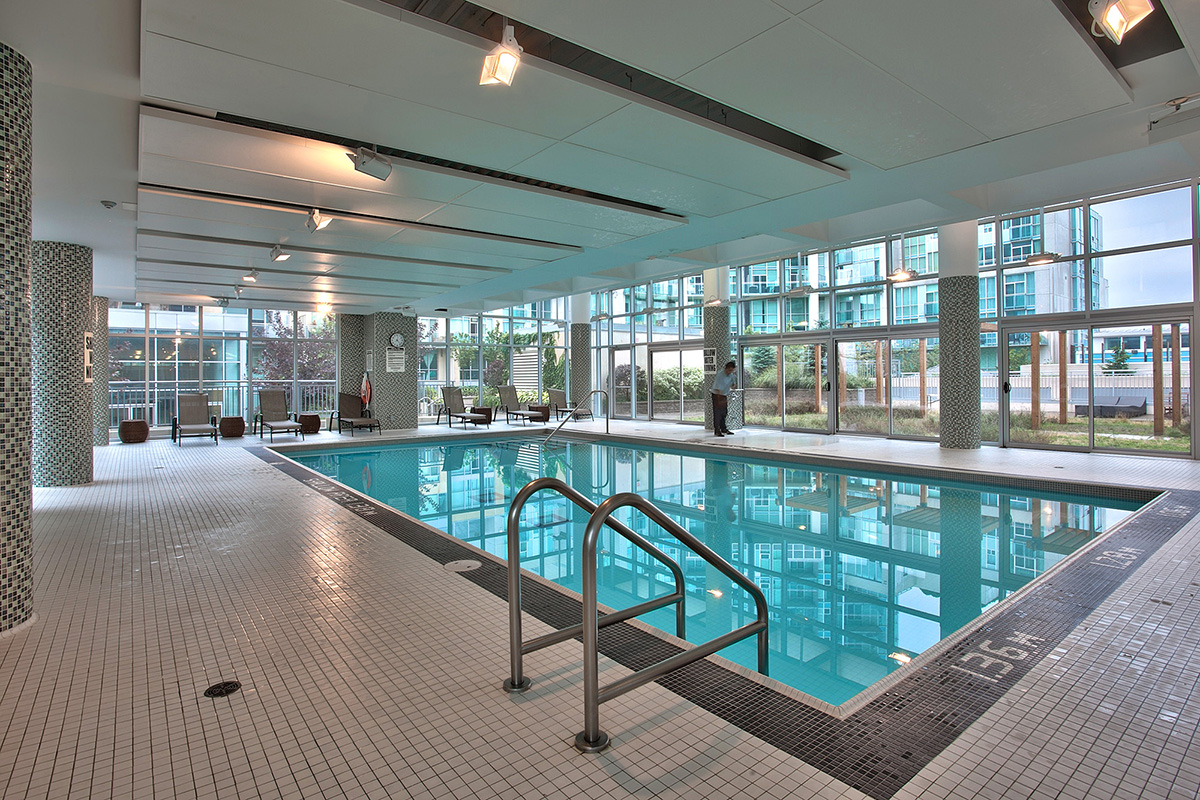 square-one-condos-for-sale-223-webb-dr-onyx-condo-amenities-indoor-pool