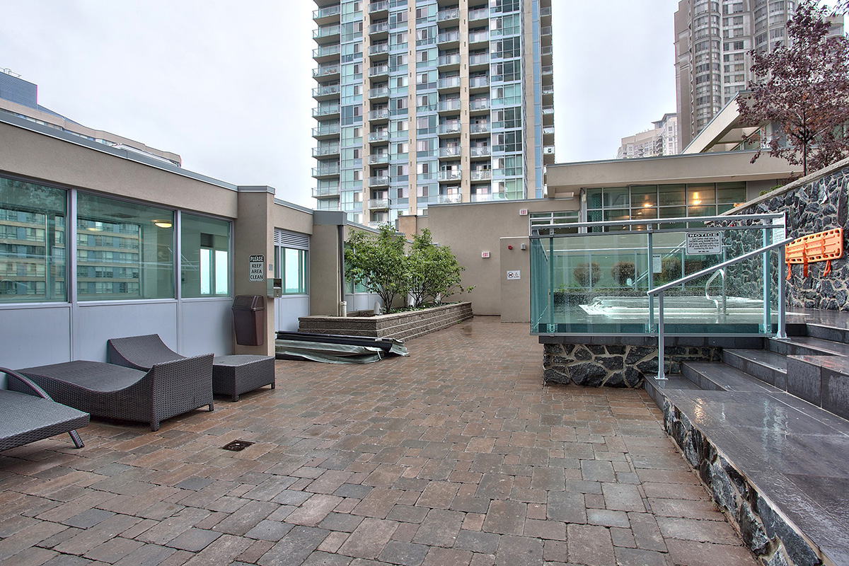 square-one-condos-for-sale-223-webb-dr-onyx-condo-amenities-outdoor-hot-tub