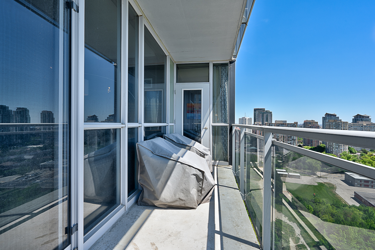 square-one-condos-for-sale-223-webb-dr-onyx-condo-balcony-1