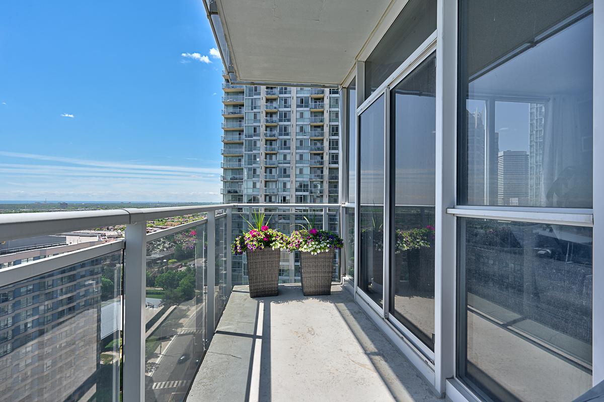 square-one-condos-for-sale-223-webb-dr-onyx-condo-balcony-2