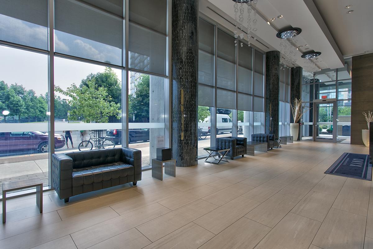 square-one-condos-for-sale-223-webb-dr-onyx-condo-foyer-1