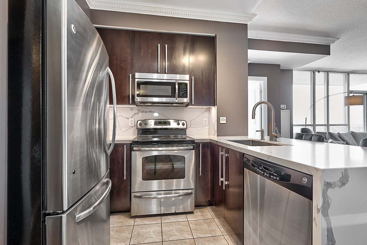 square-one-condos-for-sale-223-webb-dr-onyx-condo-kitchen-marble-waterfall