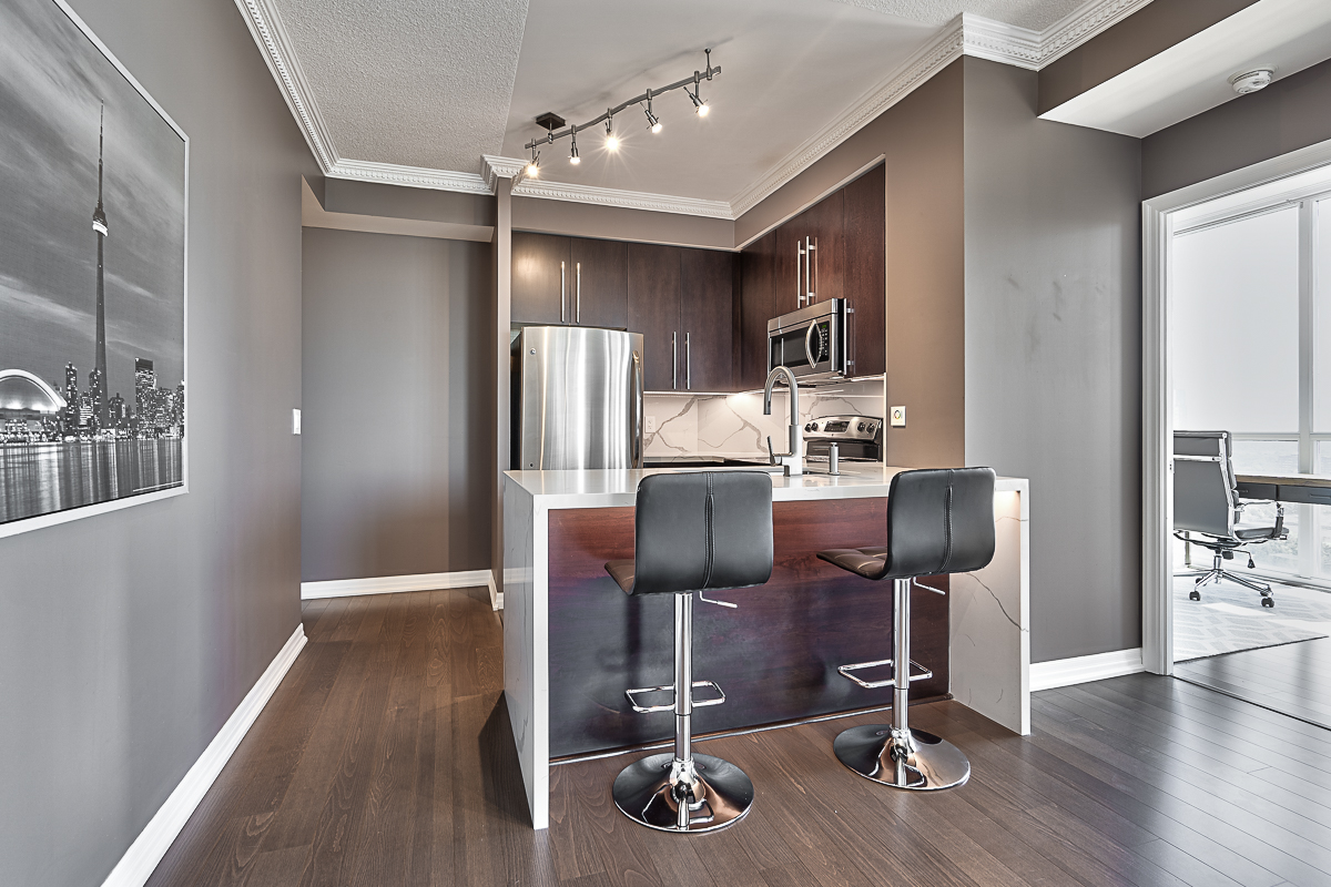 square-one-condos-for-sale-223-webb-dr-onyx-condo-kitchen-under-cabinet-led-light