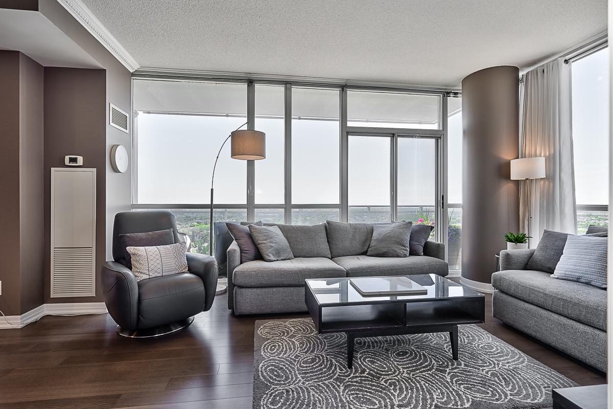 square-one-condos-for-sale-223-webb-dr-onyx-condo-living-room-2