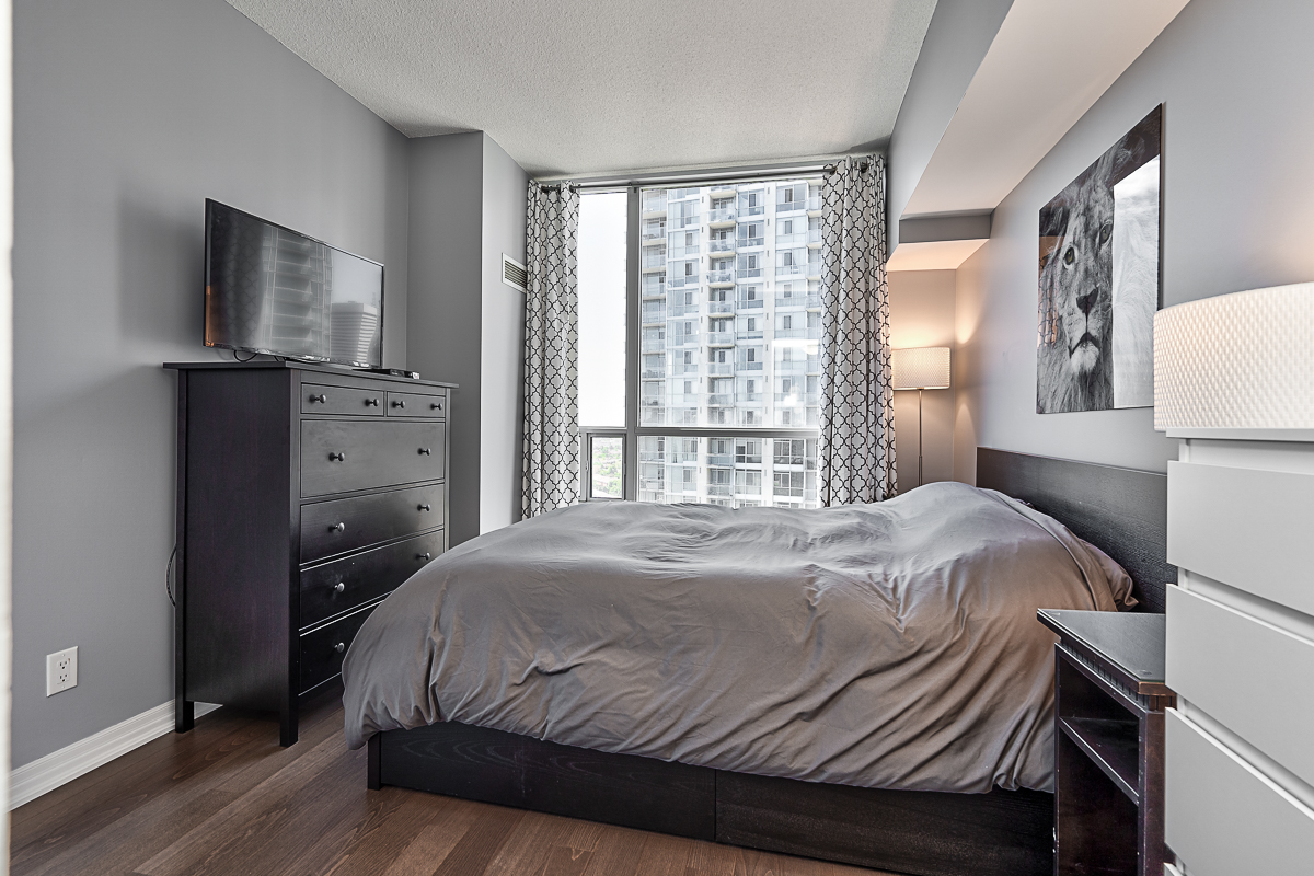 square-one-condos-for-sale-223-webb-dr-onyx-condo-master-bedroom-2