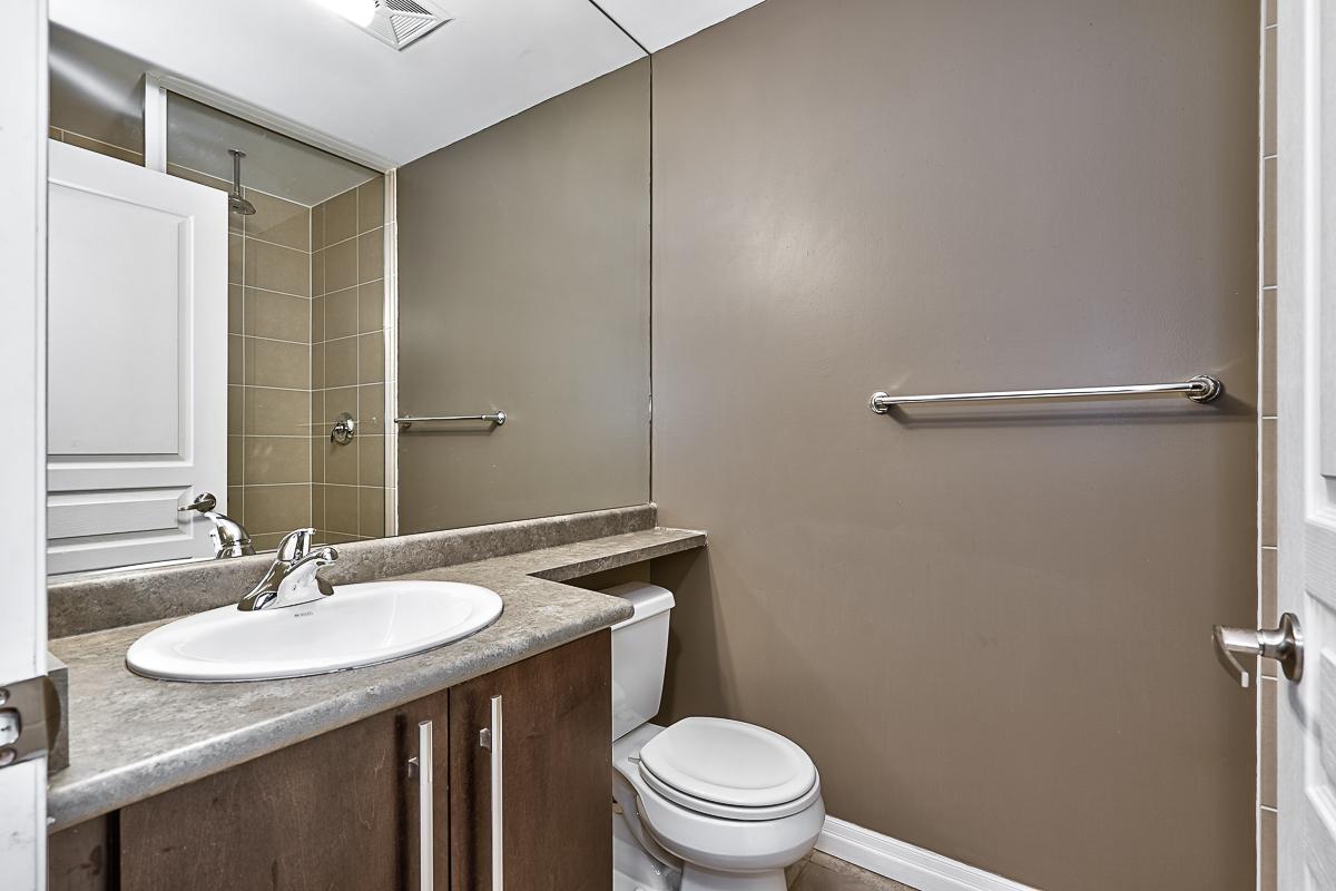 square-one-condos-for-sale-223-webb-dr-onyx-condo-washroom-1